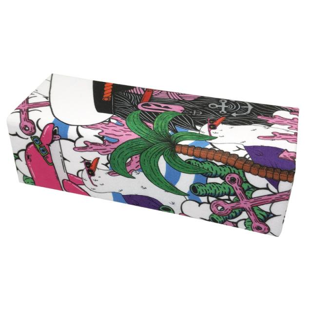 畳めるからかさばらない!シンプルでスタイリッシュな折りたためるメガネケース「D-120 ホールディングケースMULGA」