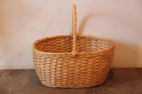 ラタンのワンハンドルオーバルバスケット