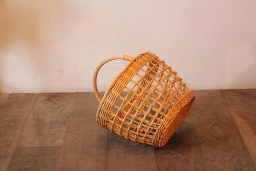 ラタンのワンハンドル透かしバスケット
