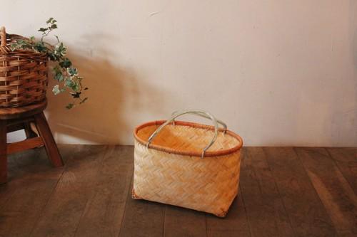 竹のオーバル型手付きかご