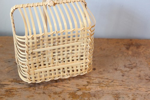 四ツ目底の竹透かし角バスケット