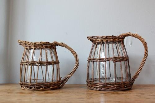 柳とガラスのピッチャー型フラワーベース