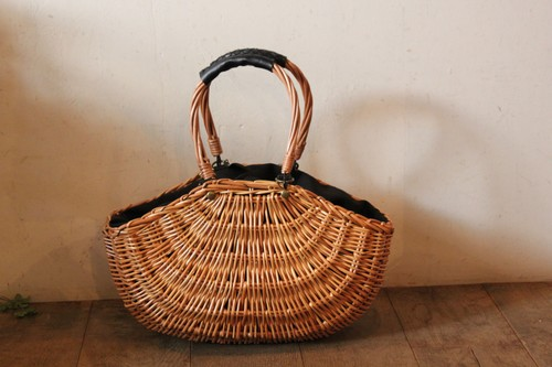柳とレザーの舟形かごバッグ