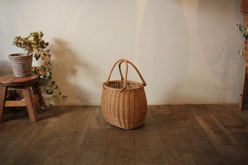 ラタンの籐編み俵型かごバッグ