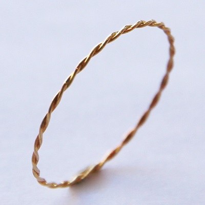 18金ゴールド-華奢シンプルリング「デュプレー極細ツイストリング」