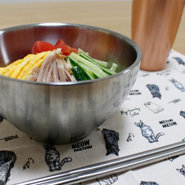 温かい料理は温かいまま、冷たい料理は冷たいまま。保温・保冷機能がうれしいステンレス二層構造の『メタル丼 ミーニ』