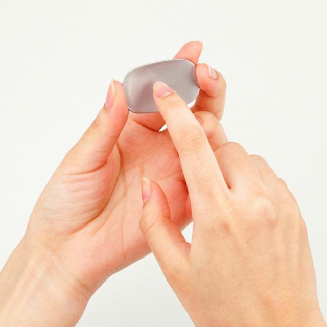 ゆるやかなカーブで爪のお手入れが簡単!携帯に便利な『ちっちゃな初爪』
