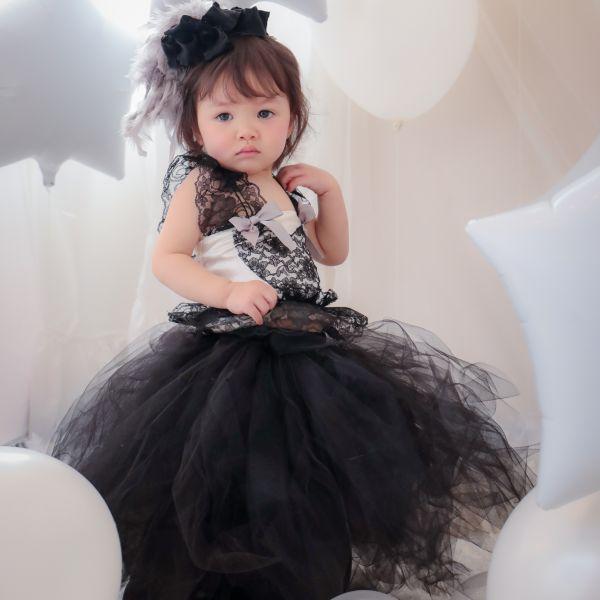 ブラックレースのエレガントベビードレス