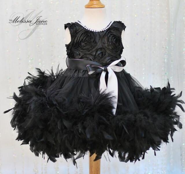 黒のオーストリッチフェザードレス「Girls Feather Dress Black with a hint of Ostrich Feathers」1歳から5歳
