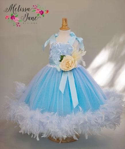 空色のフェザーフラワーガールドレス「Blue Heaven Feather Flower Girl Dress」1歳から6歳