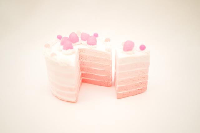 kawaii ラズベリーのグラデーションケーキ   直径約8.5cm x 約7cm
