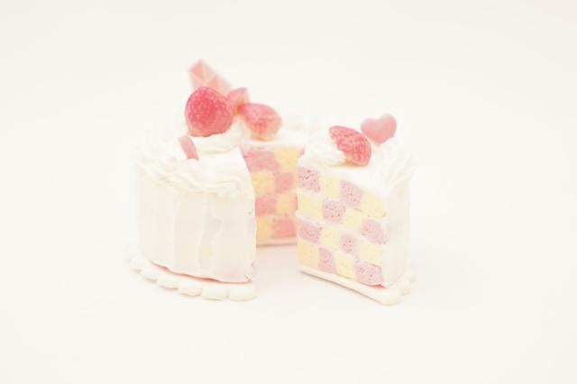 ・ピンクいちごのセバスチャンケーキ(1台)直径約7.5cm x 高さ約5cm