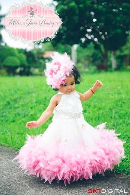 クラシックなふわふわのフェザーロゼットドレス「Classic Fluffy Girls Feather Rosette Dress」1歳から5歳