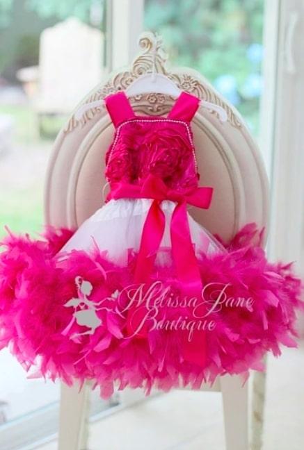 ピンクのロゼットフェザードレス「Fushia Pink Girls Rosette Feather Dress」1歳から6歳