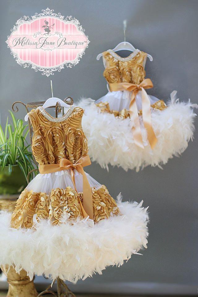 夢のように美しいゴールドフラワーフェザードレス「Gold Dreams Stunning Feather Flower Girl Dress」1歳から6歳