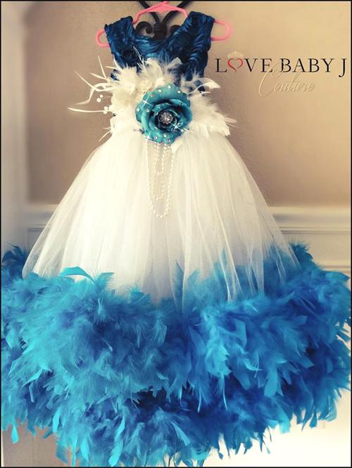 お顔が映える鮮やかなブルーフェザー!サテンローズトップ&ブライダルチュールドレス【Beautiful Blue】2歳から10歳まで