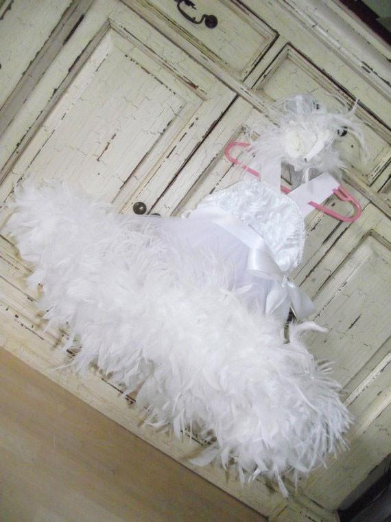 ピュアホワイトのロゼットフェザードレス「Girls White Feathered Dress Rosette」1歳から6歳