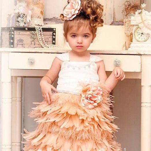 ブラッシングブラッシュ フェザーのエプロンドレス「Blushing Blush Girls Feather Apron Dress」1歳から12歳
