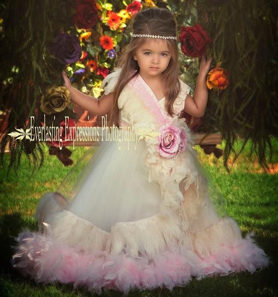 シャンパンとクリームのフェザードレス「Champagne & Creams Girls Feather Dress」1歳から14歳