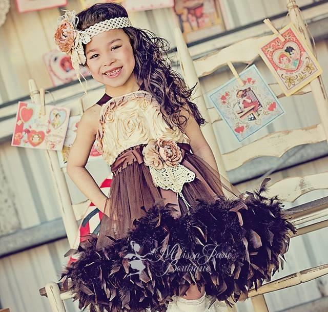 チョコレート×シャンパンのフェザードレス「Chocolates & Champagne Girls Feather Dress」1歳から5歳