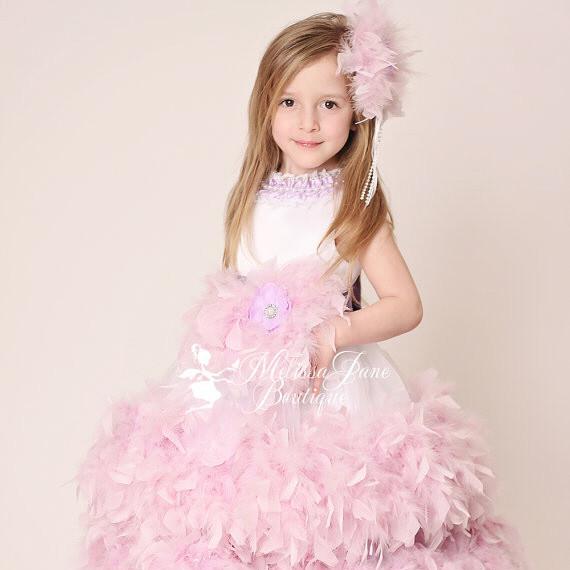 ラベンダーのフェザークチュールドレス「Couture Lavender Devine Feather Flower Girl Dress」1歳から12歳
