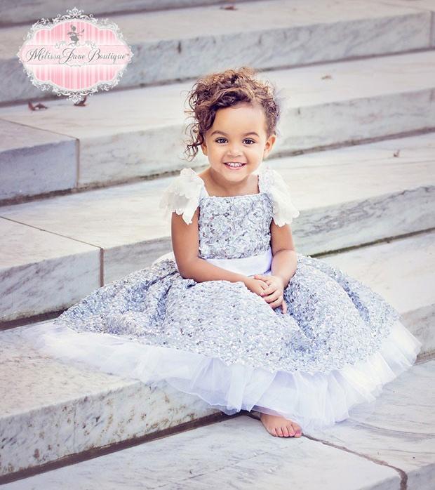 ディヴァイン とてもかわいい銀色のドレス「Devine So Pretty Silver Girls Dress」1歳から6歳