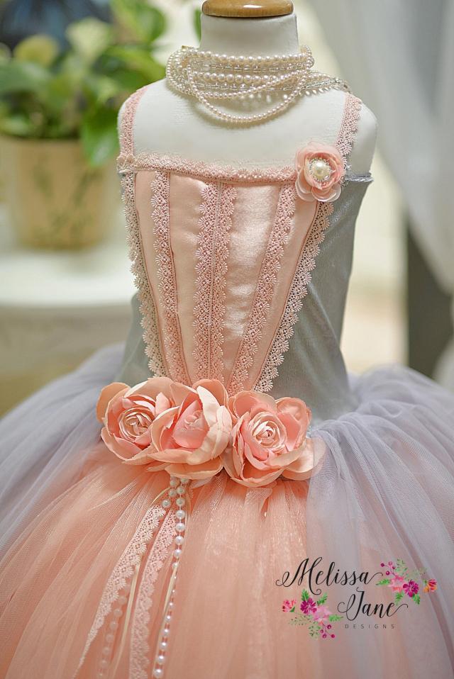 神聖な公爵夫人のドレス「Duchess Divine Flower Girl Dress」1歳から14歳