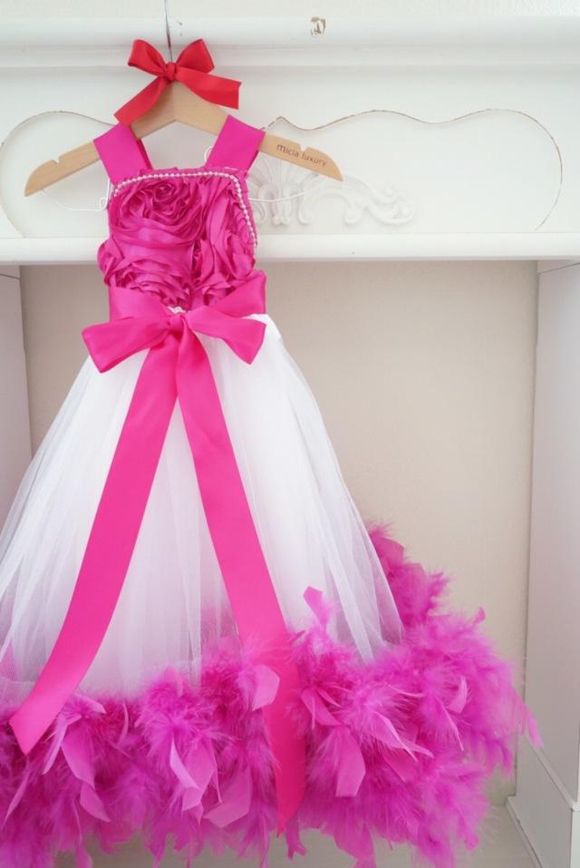 フクシアカラーのローズ&フェザーベビードレス