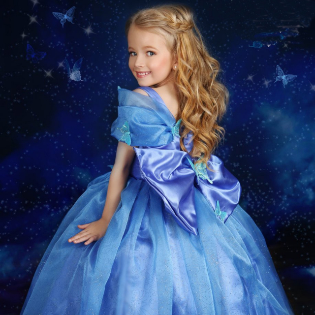 シンデレラ風の青いプリンセスドレス「Inspired Cinderella Blue Movie Princess Dress - with a touch of Feathers」2歳から7歳