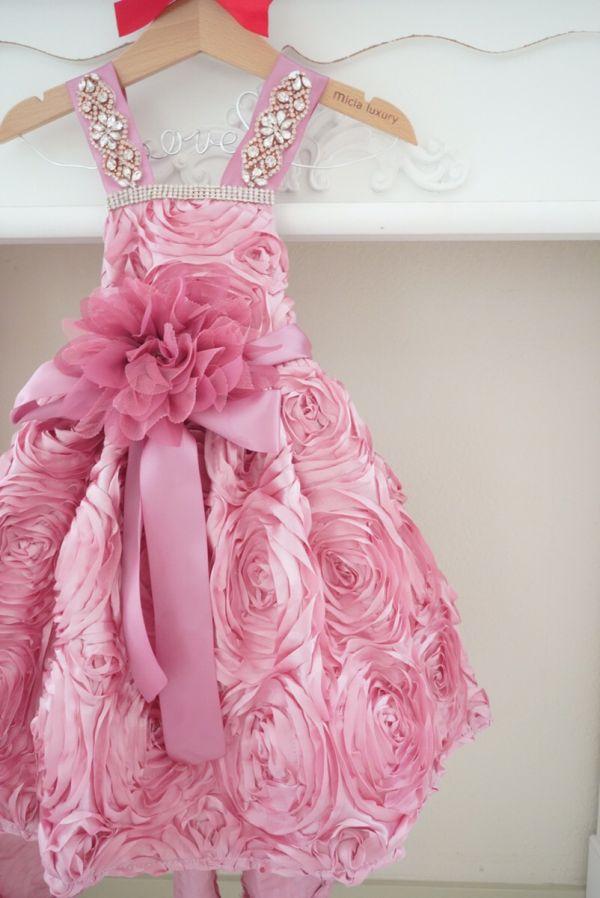 ダスティローズサテンのキラキラキラビジュー付きベビードレス