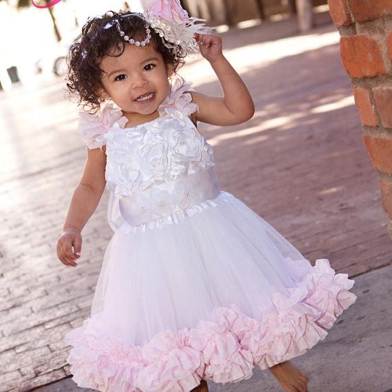 とてもかわいいフリルのフラワードレス「Oh So Pretty Girls Ruffled Flower Girl Dress」1歳から5歳