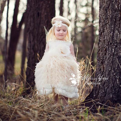 オーストリッチフェザーのエプロンドレス「Ostrich Feather Apron Surprise Flower Girl Dress」1歳から8歳