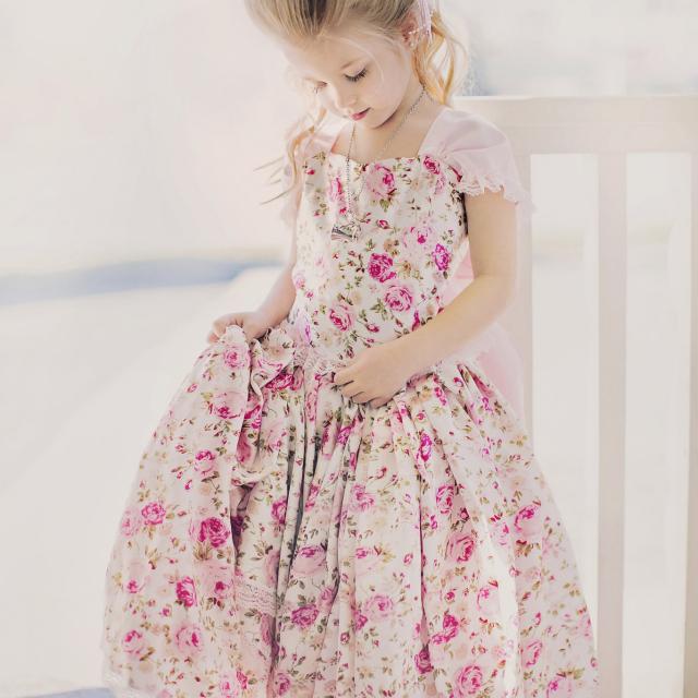 薔薇の花びらのスカート&トップセット「Petal Roses Girls Skirt and Top Set」1歳から10歳