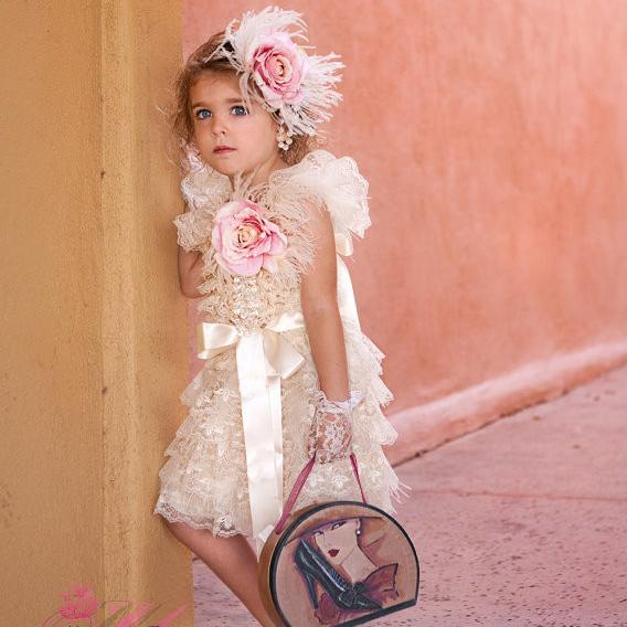 かわいいレースとオーストリッチフェザーのドレス「So Pretty Lace with a Hint of Ostrich Feathers Girl Dress」1歳から6歳