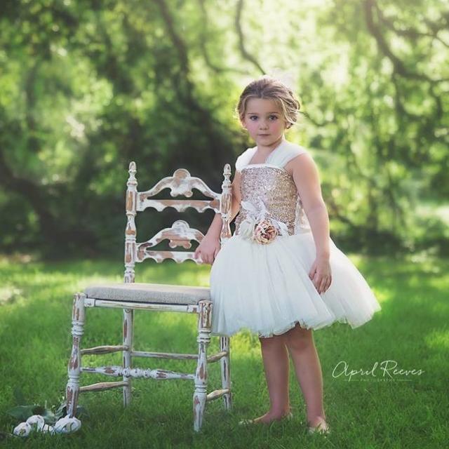 きらめきと輝きのシャンパンドレス「Sparkle and Shine Champagne Flower Girls Dress」1歳から10歳