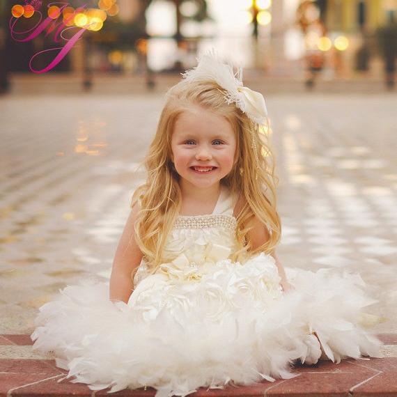 スウィートエンジェル 花びらのロゼットフェザードレス「Sweet Angel Girls Petal Rosette Feather Dress」1歳から6歳