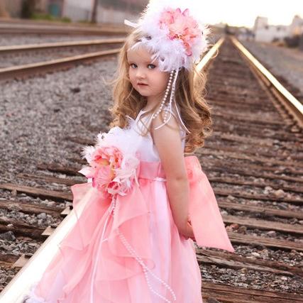 かわいいホワイトコーラルの風変わりなドレス「Sweet Coral White Whimsical Flower Girls Dress」1歳から12歳