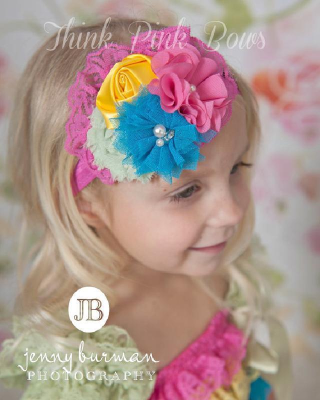 素材の違うお花をブーケのようにまとめました♪お花とラインストーンのヘアバンド☆ピンクレース♪
