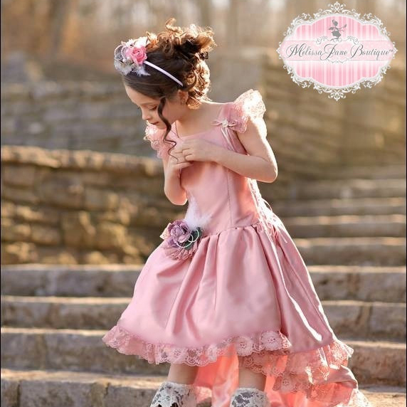 ヴィンテージ ダスティローズのエレガントなドレス「Vintage Dusty Rose Elegant Flower Girl Dress」1歳から10歳