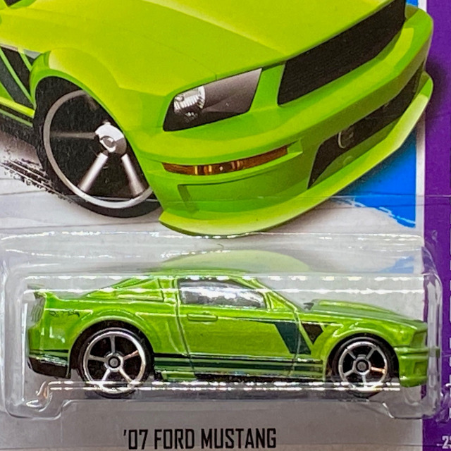 X1807_07-Ford-Mustang_GRN_02.jpg