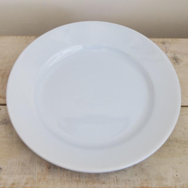 淡いブルーのアンティーク皿
