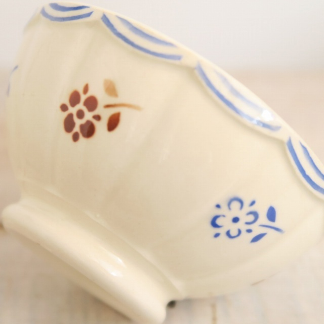 アンティーク プチ カフェオレボウル 小花 スカラップ フランス サルグミンヌ製 Sarreguemines