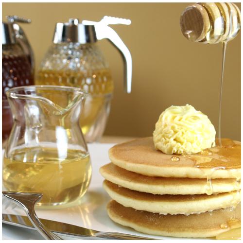 パンケーキに蜂蜜をたっぷり