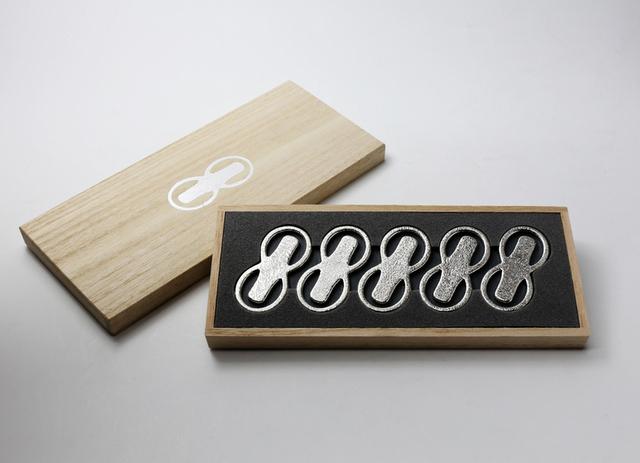 曲げる箸置 「8」 -能作-