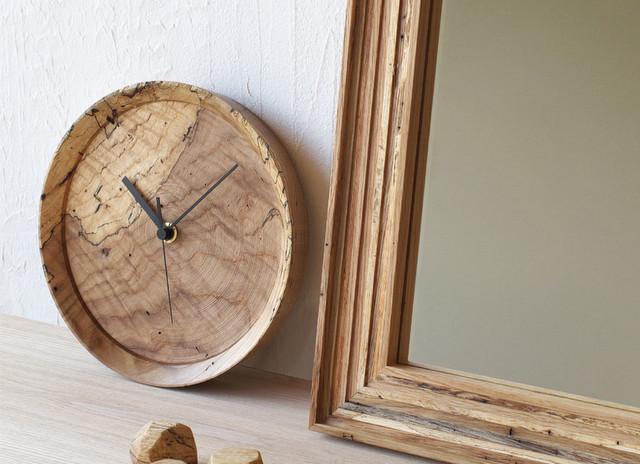 虫喰い材の壁掛け時計 -RetRe-