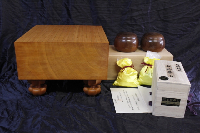 日向産本榧6.1寸柾盤+日向産蛤碁石+本桑碁器のセット (SET-19003)