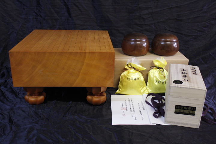 日向産本榧5.1寸柾盤+日向産蛤碁石+本桑碁器のセット (SET-19002)