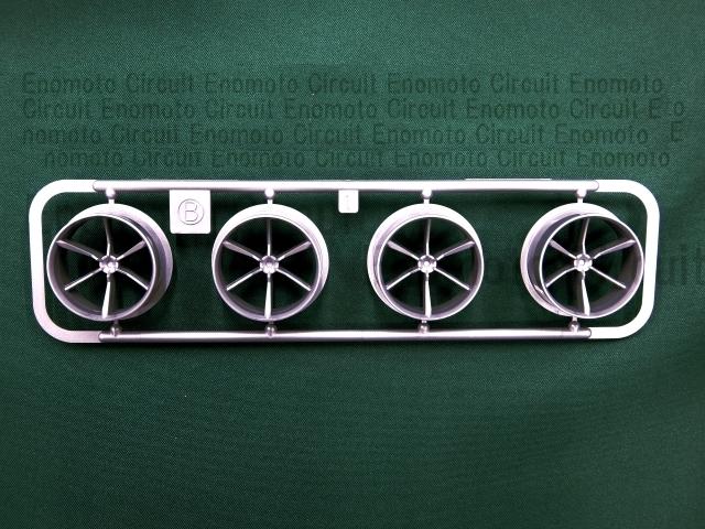 T8892 タミヤ アフターパーツ 大径6本スポークローハイトタイヤ(シルバー)