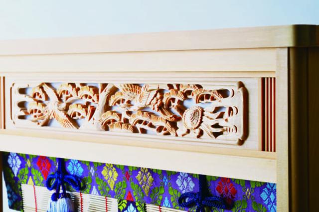 琥珀:欄間は細やかで優雅かな彫刻が施されてます