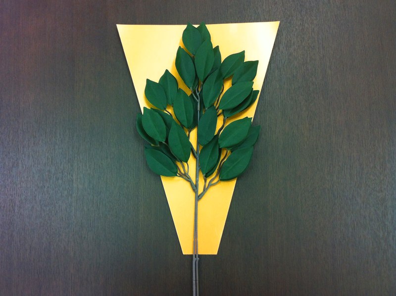 神聖な場所の目印となる「榊の葉」